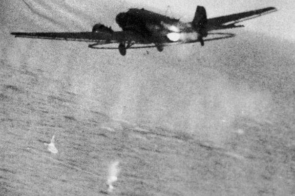 ТЁТУШКА Ю С МЫШИНЫМ ХВОСТИКОМ В 09:02 в Данцигской бухте севернее маяка Хела два самолета Як-9 (ведущий - старший лейтенант Кузьмин) обнаружили один траливший Ю-52: Учитывая ценность