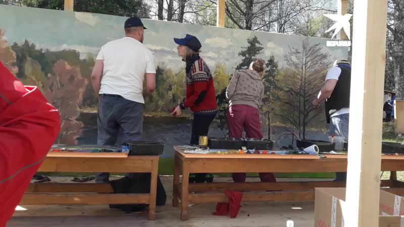 Художники в Тверской области за час написали картину маслом площадью 10 кв. метров. Автор видео Наталья Покатаева