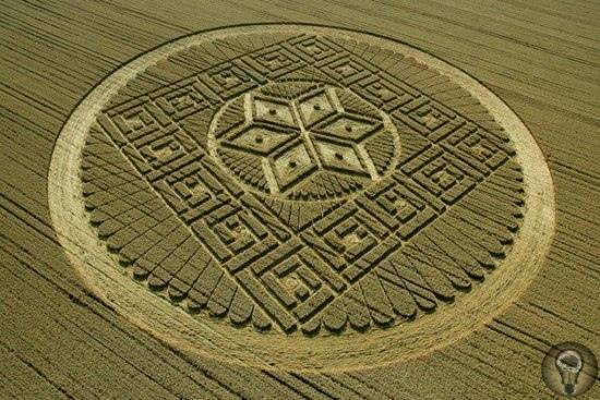 Сакральная геометрия С древности к геометрии (с греческого «измерение земли») относились с большим уважением и отводили ей первое место среди наук. Все имеет форму: от мельчайшей молекулы до