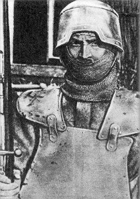 Рыцарские доспехи во времена Первой мировой Легко! Ардити (ardito итал: храбрец), бойцы штурмовых подразделений королевства Италии. После ряда неудачных наступлений на позиции австро-венгерских