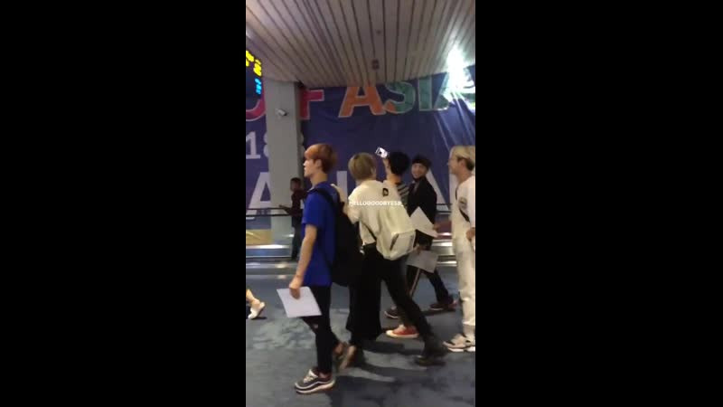 [FANCAM] 190727 ACE a su llegada al aeropuerto de Jakarta. - - Hellogoodbye58_ - - UNDER_COVER 에이스 @official_ACE7 -