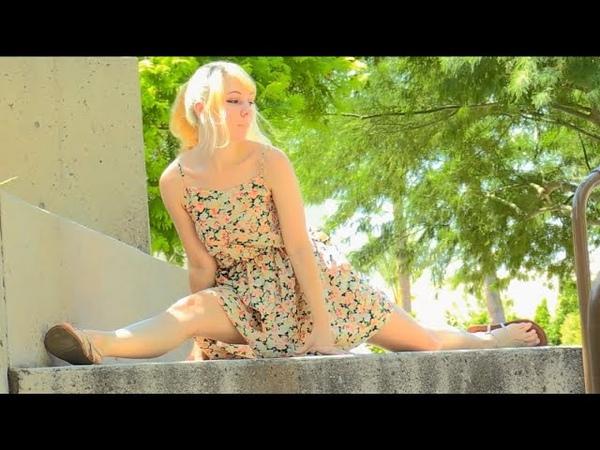 Sexy Model Astrid blonde in walk in dress