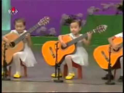 Виртуозы Малыши гитаристы из КНДК Просто чудо какие лапочки
