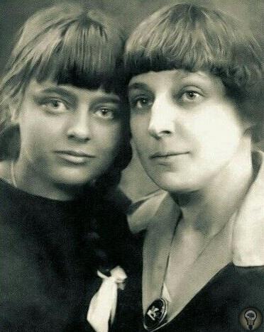 Ахматова и Цветаева самые известные женщины русской поэзии Поэтессы были ровесницами, но объединяло их немногое: творчество, без которого не могла существовать каждая, несколько писем и одна