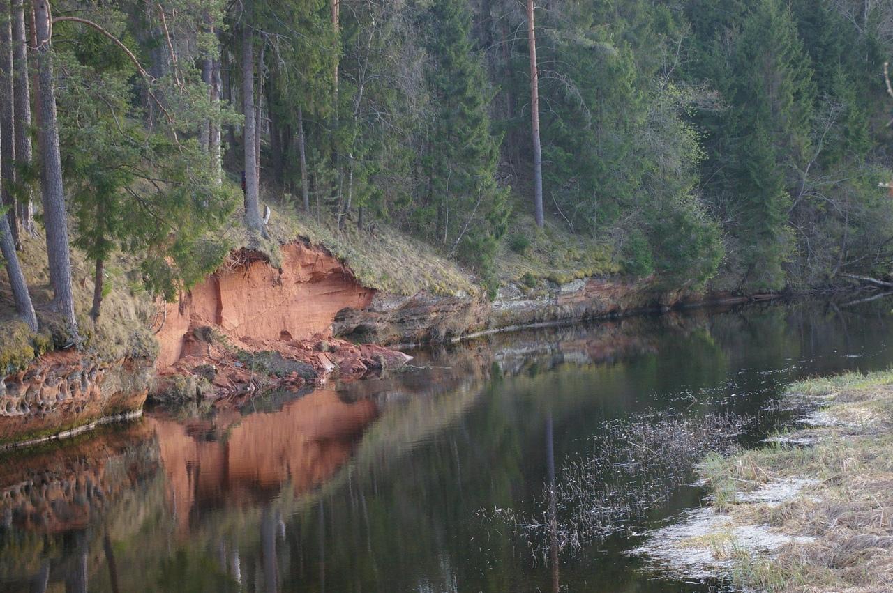 Ляды-Чикино-Батово. Большой валун, красные обрывы, сказочные пейзажи верховьев реки Оредеж
