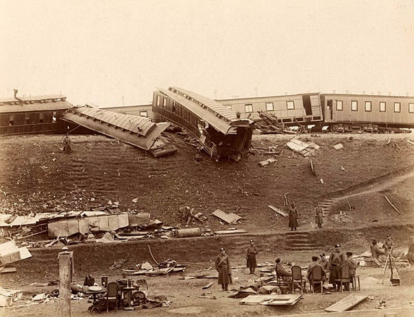 29 октября 1888 года вблизи станции Борки сошел с рельсов поезд, в котором из Ливадии в Санкт-Петербург ехал российский Император Александр III со всей семьей