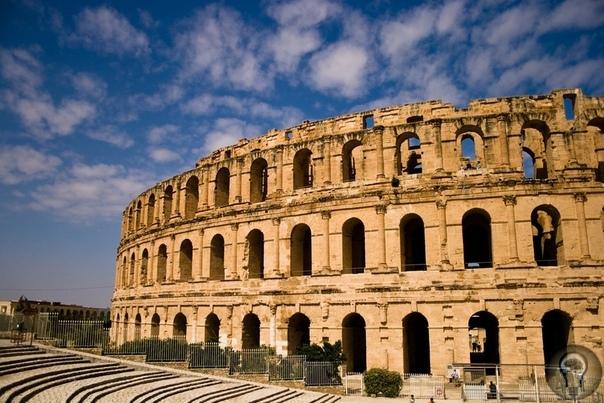Самый хорошо сохранившийся Римский амфитеатр. Это не Колизей.