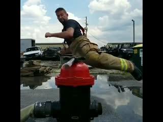 Bottle cap challenge от пожарных