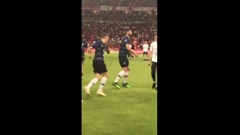Les Bleus à l'échauffement au stade de Konya pour Turquie-France
