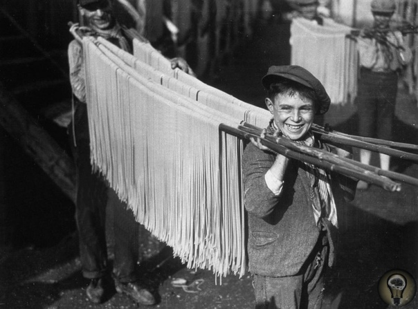 Как делается паста: радостные летние фото начала XX века. У итальянской пасты неожиданно интересная история. Это не просто сушеное тесто, это продукт смешения двух культур, который мог случиться
