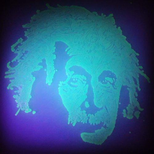 Чашка Петри Пикассо: красота микробиологии через искусство Агаровое искусство это форма искусства, в которой для создания художественных произведений используются микробы. Чашка Петри Пикассо