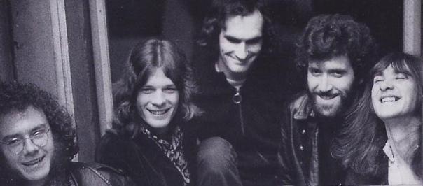 ING CRIMSON 21ST CENTURY SCHIZOID MAN 21st Century Schizoid Man (в переводе с англ.«Шизоид 21-го века») вступительный трек с дебютного альбома 1969 года In the Court of the Crimson ing
