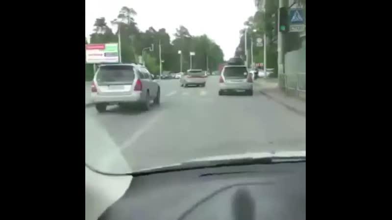 Водитель в рясе прокатился по тротуару на Выборной