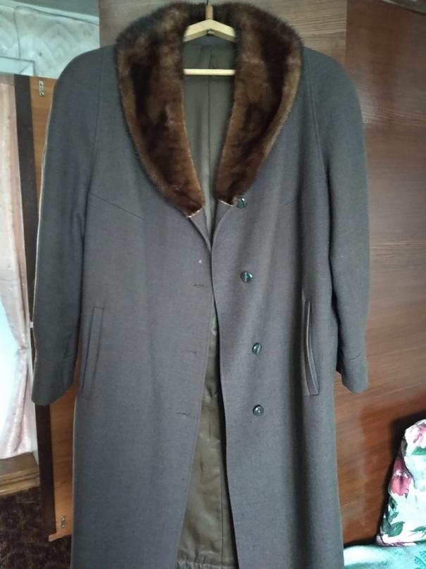отдам даром эту и другую одежду такого же плана, размер приблизительно 52-54. По...