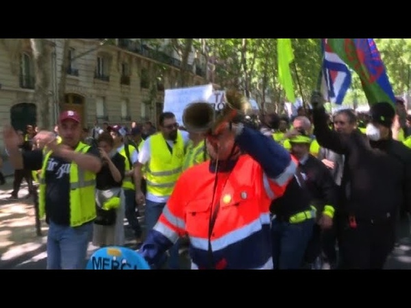 Yellow vest protesters demonstrate under the sun in Paris | AFP