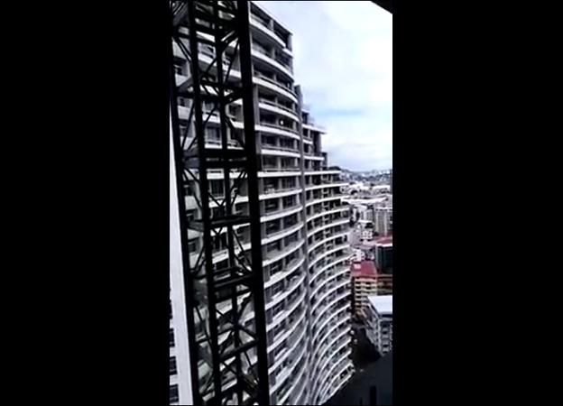 Женщина делавшая селфи на 27 ом этаже сорвалась вниз
