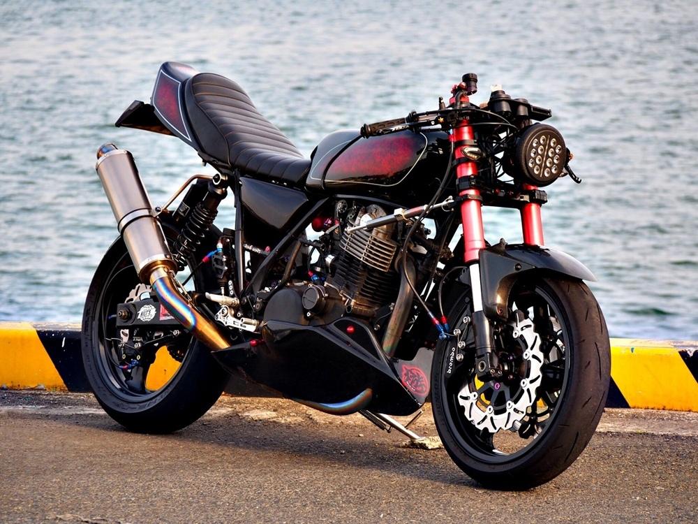 Hilt's Chopper'z: кафе файтер Yamaha SR534
