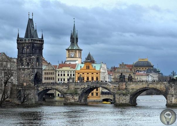 Карлов мост между правдой и мистикой Каменный мост через реку Влтаву получил название Карлов в конце 19 века. Этот второй каменный мост Праги был не только серединой так называемой Королевской