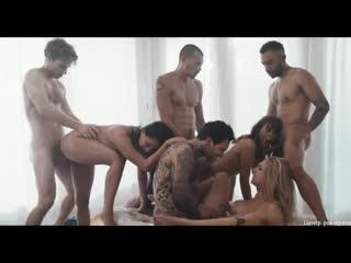 Deeper. riley, gabbie and vicki just love to share. групповое порно. порево. орг