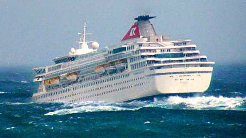 CRUISE SHIPS In BAD WEATHER Heavy Seas in Storm