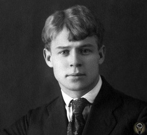 Мистика в жизни Сергея Есенина Молодой человек, укутавшийся в шубу и намотавший на голову шарф, прогуливался по берегу Невы, когда к нему подошла женщина в оборванной одежде и попросила копеечку