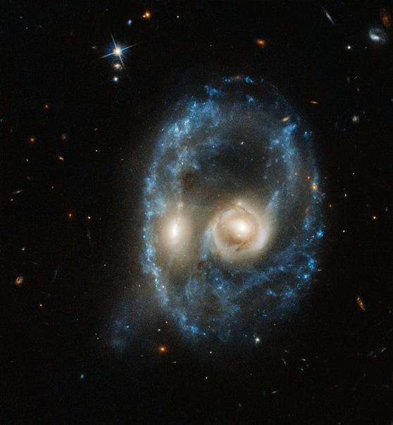 «Хаббл» получил потрясающий снимок сливающихся галактик