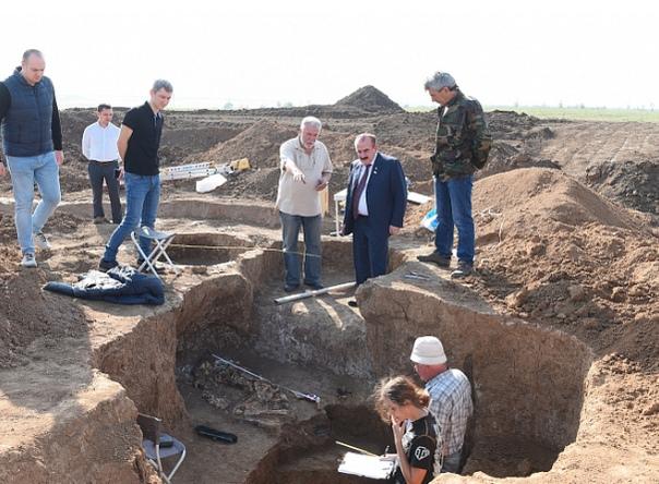 Под Азовом нашли «влюбленные» скелеты