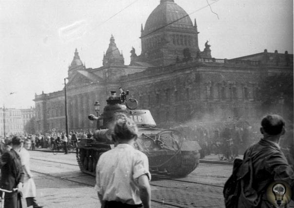 Советские танки против рабочих Восточной Германии Коммунистическое правительство ГДР с помощью войск «большого брата» жестоко подавило борьбу пролетариата за свои права и заморозило ситуацию в