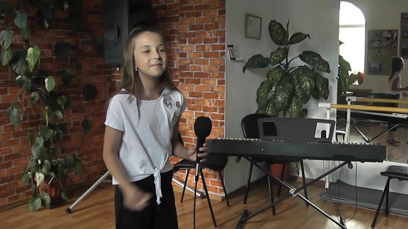 Ковалева Полина Я живу в России, А мне бы петь и танцевать