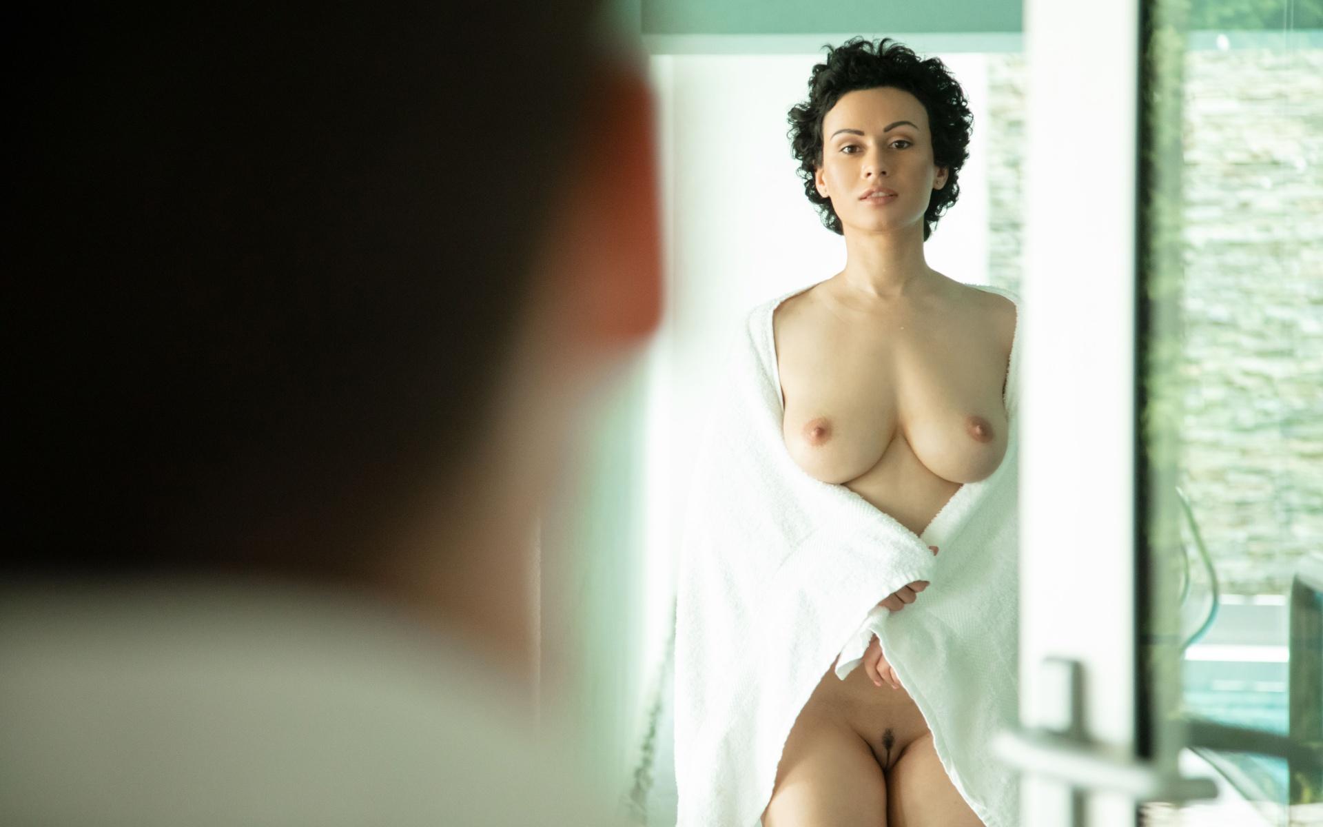 Nackt Imelda Staunton  Carla Juri,