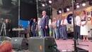 «Пьяный тамада» — Порошенко с толпой скандирует «Армия, мова, вира»