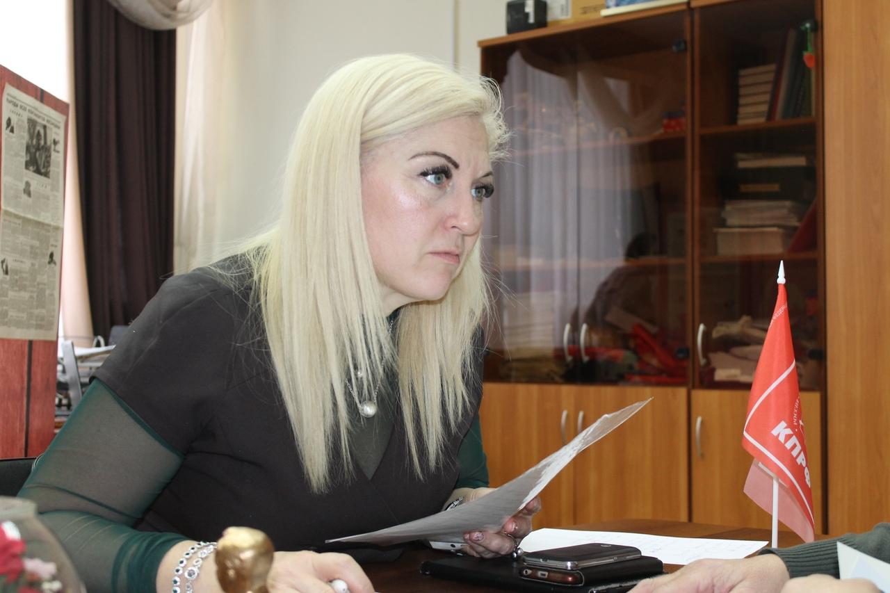 Депутат Законодательного Собрания ЯНАО Елена Кукушкина провела личный приём граждан в г. Тарко-Сале