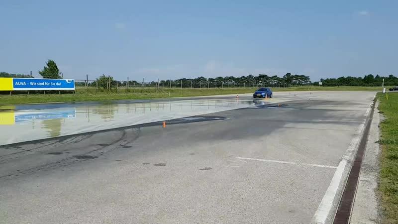 Стабилизация автомобиля при возникновении заноса с объездом препятствия