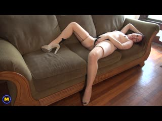 Horny mature lady giving her pink pussy the pleasure from a toy - http://www.vidz72.com