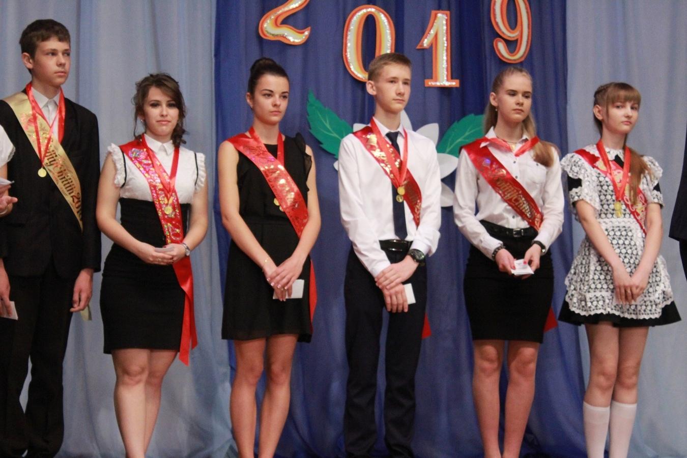 Вручения медалей выпукникам