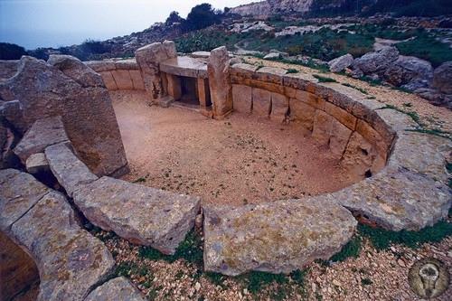 Загадка таинственной цивилизации карликов на Мальте На протяжении длительного периода времени ученые всего мира пытаются разгадать загадку: возможно ли, чтобы древние люди жили под водой и
