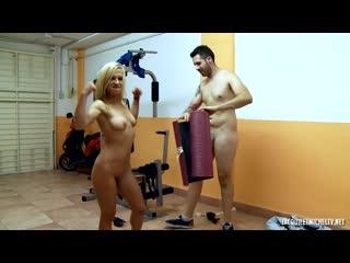 Jacquieetmicheltv - aina une bonne milf blonde a gros seins tres sportive