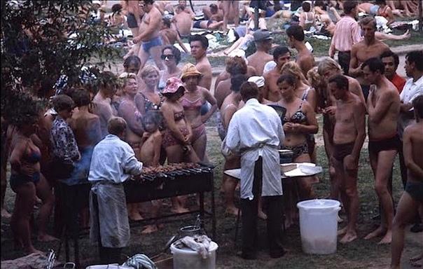 Шашлыки на Москве-реке. 1975 год.
