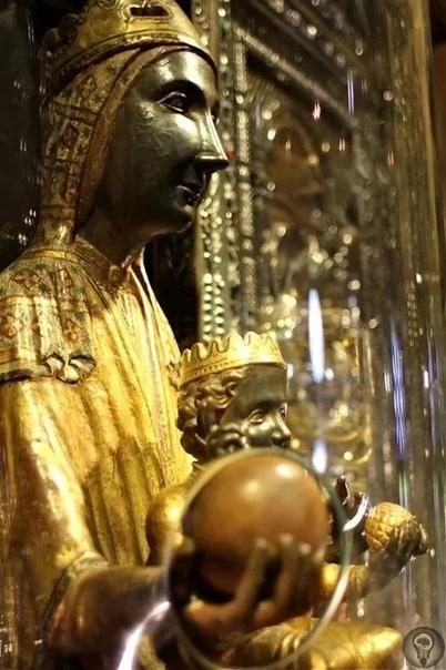 Чёрная Мадонна Бенедиктинского монастыря: Где можно увидеть статую, которую спрятал от сарацинов Святой Пётр К Чёрной Мадонне обращаются за исполнением желаний. Гора Монсеррат в Каталонии