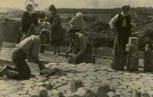 ДЕРЕВЯННЫЕ МОСТОВЫЕ С дорогами в России всегда было не просто, как и с логистикой в целом. Обеспечение страны качественными дорогами считалось сложной задачей по целому ряду причин. До XIX века