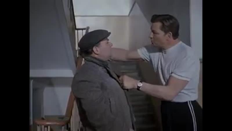 Я говорил тебе с лестницы спущу