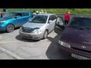 Жители жалуются что остановку загораживают машинами и мешают людям сесть в автобус Новокузнецк