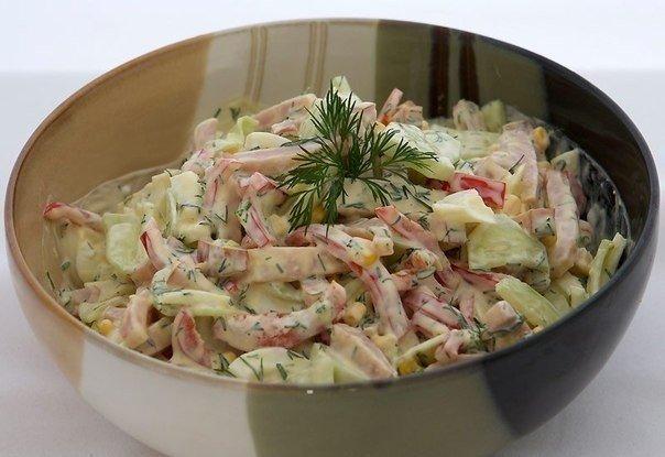 Вкусный и простой салатик с яйцoм и ветчинoй