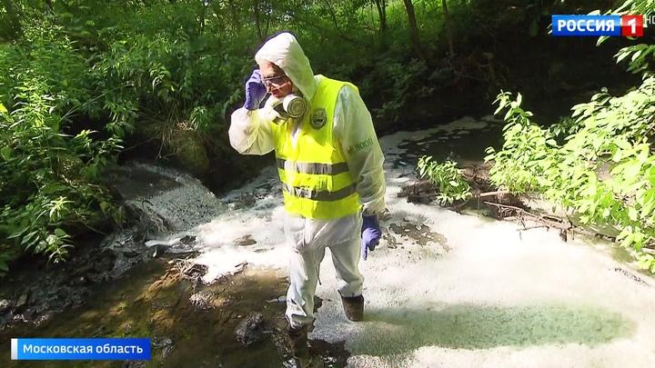 Вести.Ru Река превратилась в сточную канаву в Подольске назревает экологическая катастрофа