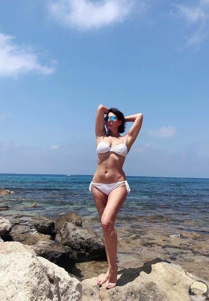 «Всё без фотошопа»: Алика Смехова восхитила поклонников фигурой в бикини