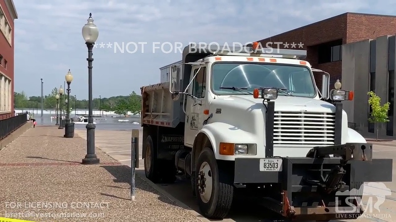 06 01 2019 Burlington IA Flood Emergency Emergency Personnel Levee Breach