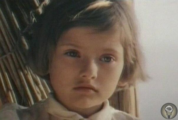 ПОЧЕМУ ПОСОЛ МИРА КАТЯ ЛЫЧЕВА ОТКАЗАЛАСЬ ОТ АКТЁРСКОЙ КАРЬЕРЫ И ПОПУЛЯРНОСТИ После приезда в Советский Союз американского «посла доброй воли» школьницы Саманты Смит, возникла необходимость