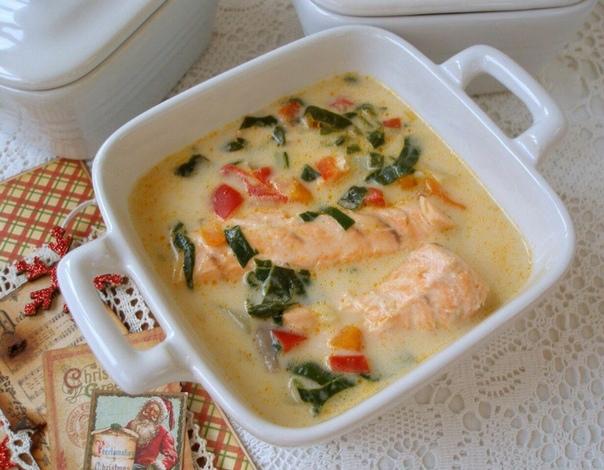 Сырный суп с лососем.