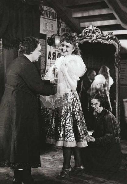 «ЦЕЛИКОВСКУЮ НЕ НАДО ХВАЛИТЬ ЕЕ НАДО СНИМАТЬ» 100 лет назад (8 сентября 1919) родилась любимая миллионами актриса... Секрет притягательной силы Людмилы Целиковской был заключен не только в
