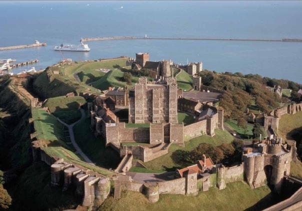 ДУВРСКИЙ ЗАМОК - КЛЮЧ К АНГЛИИ Дуврский замок недаром называют «Ключом к Англии» все, кому приходило в голову покинуть материк, пересечь пролив Па-Де-Кале самое узкое место между Францией и